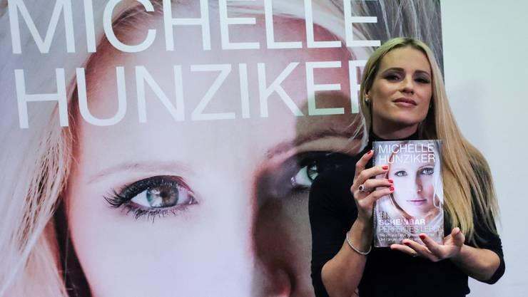 """Michelle Hunziker präsentiert ihr Werk """"Ein scheinbar perfektes Leben"""" an der Frankfurter Buchmesse."""
