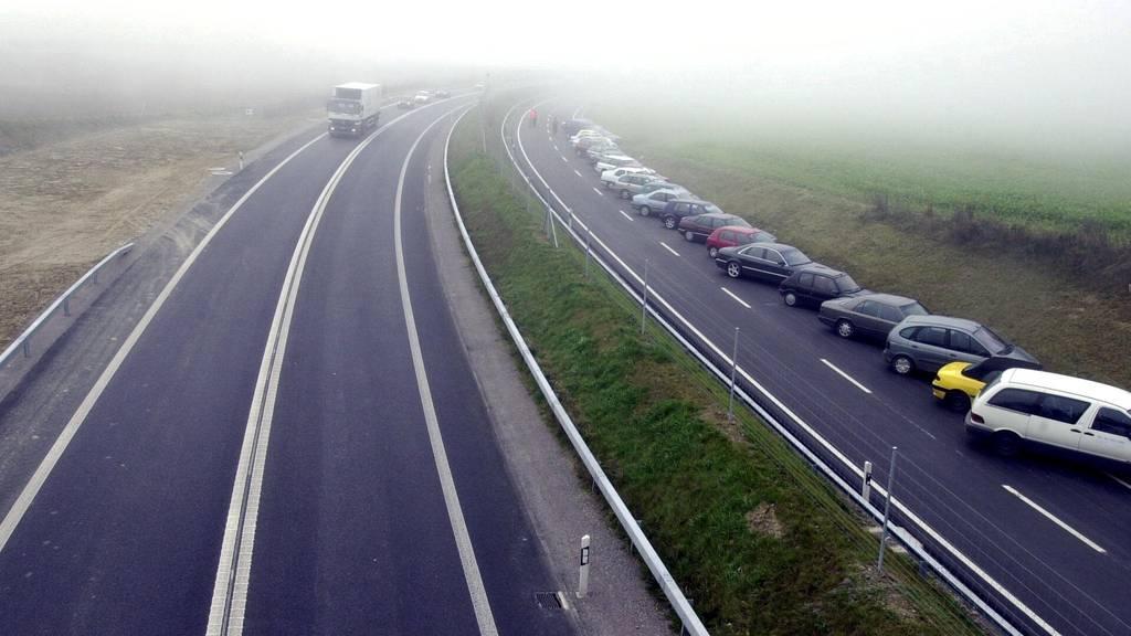 Frontalkollision auf der Autobahn: Mann stirbt auf Unfallstelle