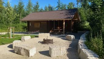 Für rund 28000 Franken erneuerte die Bürgergemeinde die beschädigte Waldhütte.