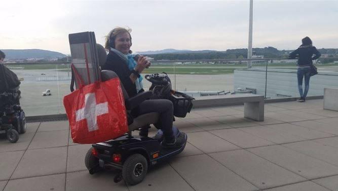 Yassmin Busse mit ihrem alten Elektro-Scooter.