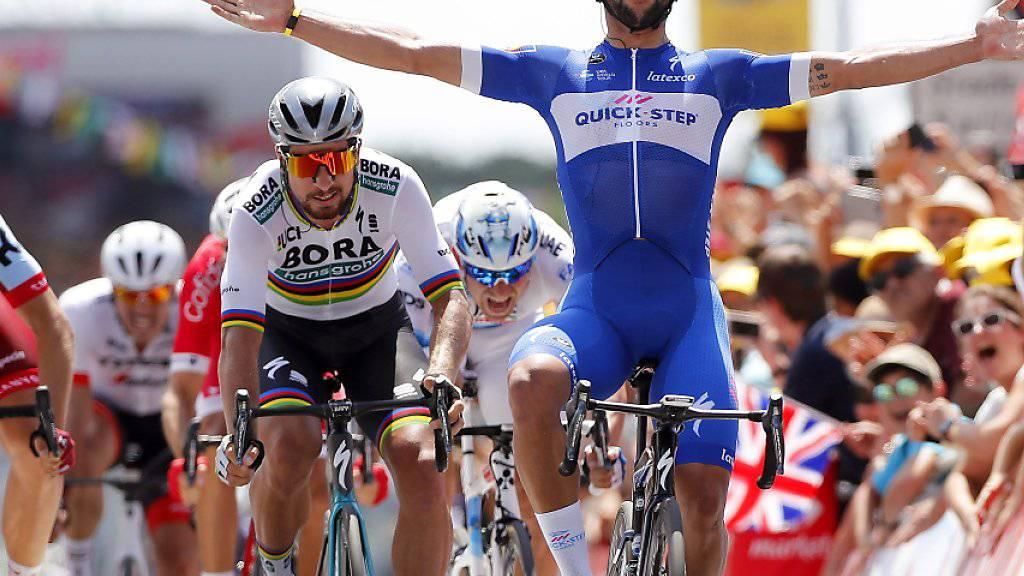 Der kolumbianische Tour-Debütant Fernando Gaviria triumphiert in Fontenay-Le-Comte im Massensprint souverän vor Weltmeister Peter Sagan