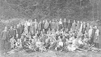 Das waren im Jahr 1921 die ersten Schülerinnen und Schüler der Bezirksschule Turgi.