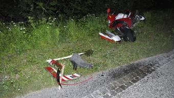 In Ettingen kam es am Mittwochabend zu einem Selbstunfall. Ein Motorradlenker verletzte sich dabei.