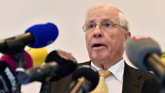 Die Absetzung des Zürcher SVP-Kantonalpräsidenten Konrad Langhart sei ein demokratischer Vorgang innerhalb des Vorstandes gewesen, betonte der Alt-Bundesrat in seiner heutigen Pressekonferenz.
