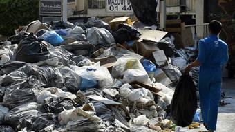 Die Müllberge schmoren in der Sommerhitze - der Gestank in Beirut ist kaum unerträglich.