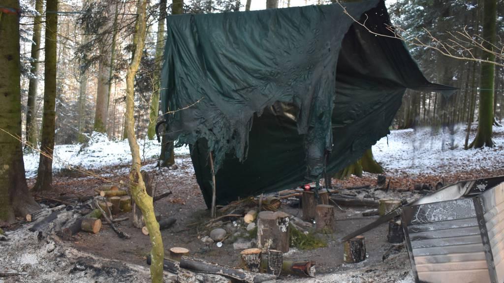 Unbekannte haben in Oberkirch ein Waldsofa angezündet