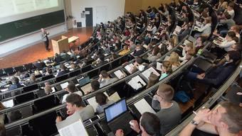 Der Bund will die Universitäten und Fachhochschulen (ohne ETH-Bereich) in den kommenden vier Jahren mit 5,657 Milliarden Franken unterstützen. (Themenbild)