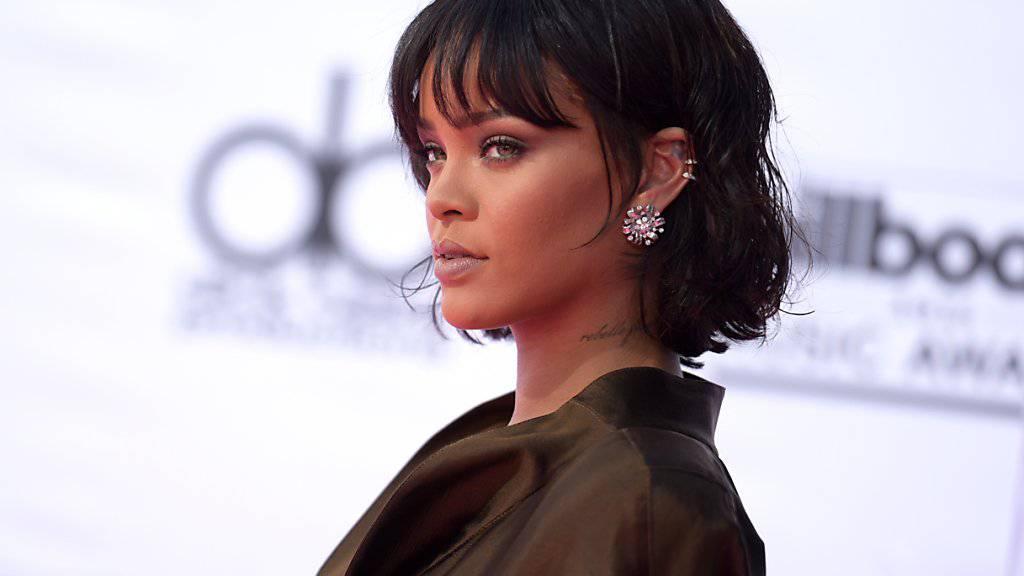 Sängerin Rihanna hat auch eine ernsthafte Seite: Sie hat mit Spenden eine Klinik aufgebaut und fördert Studenten aus der Karibik. Dafür wird sie nun mit einem Menschlichkeitspreis ausgezeichnet. (Archivbild)