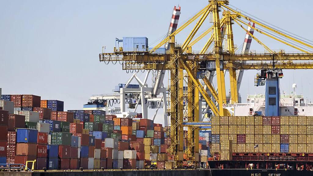 Die deutschen Exporteure profitieren von der weltweiten Konjunkturerholung. Erstmals seit Ausbruch der Coronapandemie kletterten die deutschen Exportzahlen im Juni über das Vorkrisenniveau.(Archivbild)