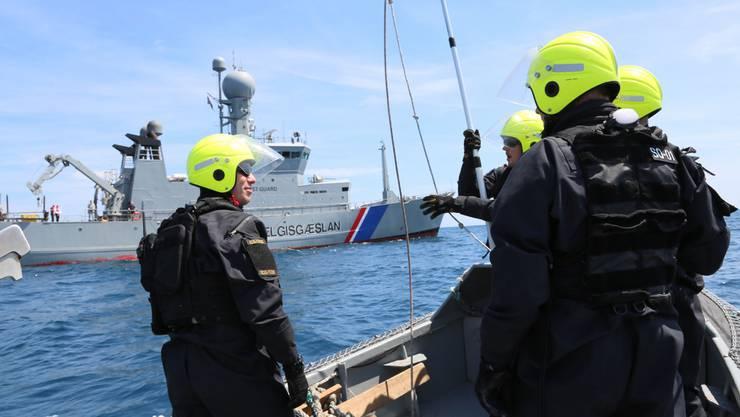 Mitglieder der Grenzschutzbehörde Frontex im Einsatz.
