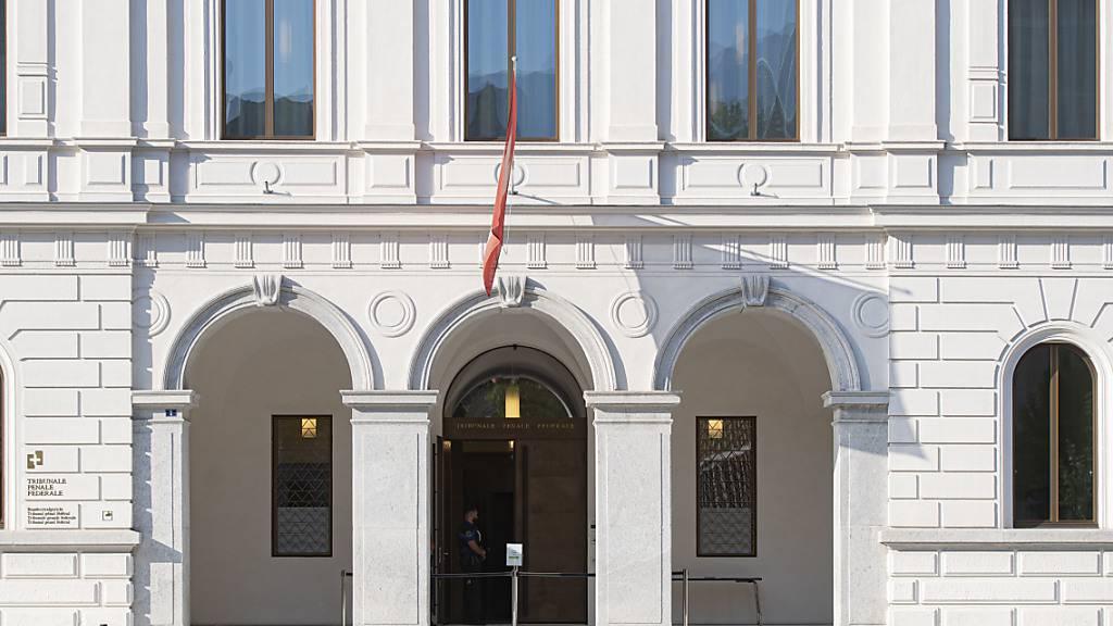 Zeuge nimmt frühere Aussagen gegen Angeklagte zurück