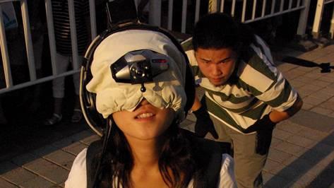 In C.a.p.e. sind Zuschauerinnen und Zuschauer vielmehr Mitmachende, die dank modernster Technik in virtuelle Welten geführt werden.