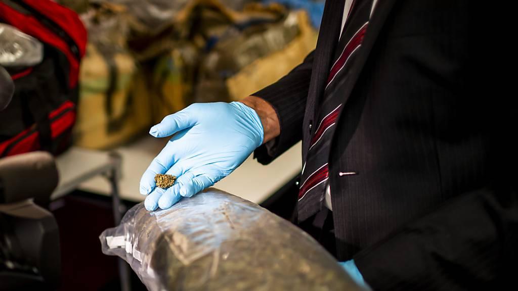 Polizei deckt internationalen Drogenhändlerring auf