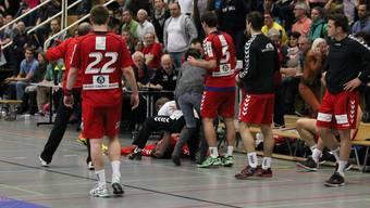 Während des Spiels gegen den RTV Basel brach Endingen-Trainer Zoltan Cordas zusammen.