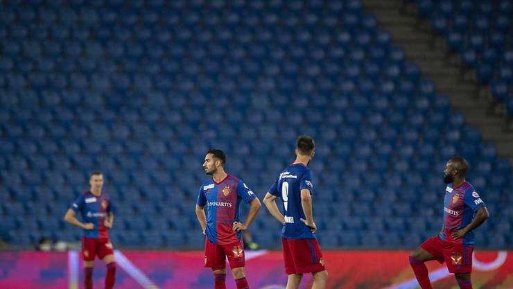 Der FCB meldet sich zurück, die meisten anderen spielen nicht mehr: Die Spieler vom FC Basel greifen am Sonntag in St. Gallen nach vier Wochen ins Wettkampfgeschehen ein - es ist das einzige Super-League-Spiel an diesem Wochenende