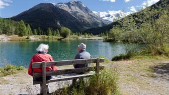 Rentnerpaare haben Zeit für Dinge, die sie lieben, und sind deswegen auch ohne Kinder glücklich. Foto: Keystone