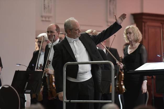 ...unter der Leitung von Manfred Obrecht mit Solist Gábor Boldoczki, Trompete.