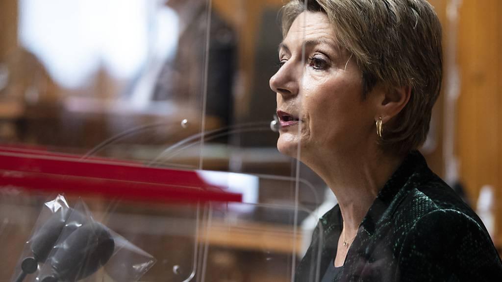 Bundesrätin Karin Keller Sutter plädiert für die Annahme des Bundesgesetz über polizeiliche Massnahmen zur Bekämpfung von Terrorismus (PMT). (Archivbild)