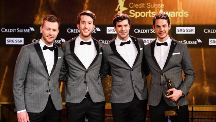 """Simon Niepmann (links) erhielt zusammen mit Simon Schürch, Mario Gyr und Lucas Tramer 2016 den Preis als """"Team des Jahres"""""""