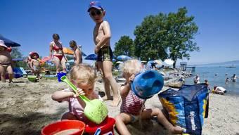 Sollen besonders stark beaufsichtigt werden: Kinder an und im Wasser (Symbolbild)