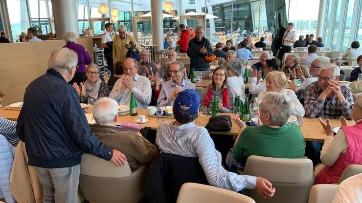 Nach dem Kaffee mit Gipfeli und Früchtekorb im Flughafenrestaurant «Upperdeck» geht's zum Sicherheits-Check