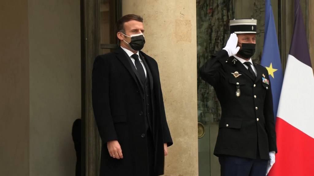 Geplanter Impfbeginn in der EU - Macron positiv getestet