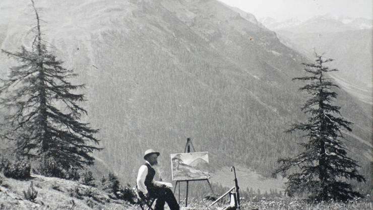 Heinrich Baur mit seiner Staffelei auf der Alp La Scherra im Nationalpark um das Jahr 1920.