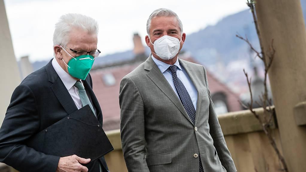 Baden-Württembergs Ministerpräsident Winfried Kretschmann (l) und und CDU-Landeschef Thomas Strobl wollen Koalitionsgespräche führen.