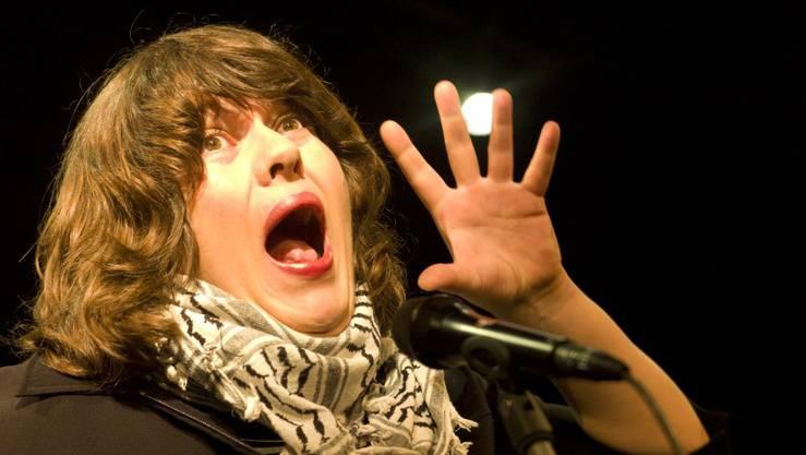 Festrednerin Patti Basler, Bühnenpoetin, Autorin und Kabarettistin