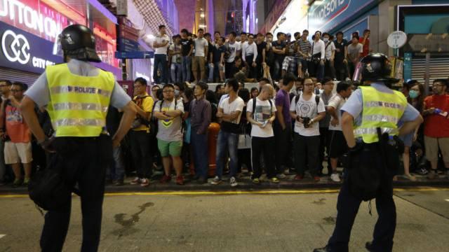 Auge in Auge mit Polizisten: Verletzte bei Protesten in Hongkong