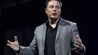 Tesla-Chef und Milliardär Elon Musk soll seine Zulieferer um nachträgliche Rabatte gebeten haben, damit sein Autobauer profitabel wird. (Archivbild)