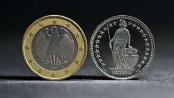 Die Verschärfung der Spannungen zwischen den USA und dem Iran hat die Nachfrage nach sicheren Anlagen wie dem Schweizer Franken geführt. Der Euro fiel am Mittwoch zeitweise auf den tiefsten Stand seit Frühjahr 2017. (Themenbild)