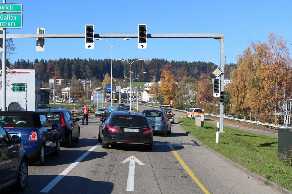 Bilder von der Unfallstelle (© Stadtpolizei St.Gallen)