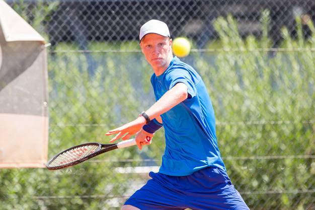 Bei seinem letzten Spiel in der Königskategorie U18 kann Jonas Schär im Final seinen Gegner bezwingen.
