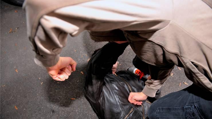 Zwei Afghanen wurden von vier Unbekannten zusammengeschlagen.