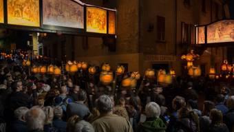 An der traditionellen Karfreitagprozession in Mendrisio TI nehmen jedes Jahr tausende Zuschauerinnen und Zuschauer teil. (Archivbild)