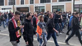 Feyenoord-Fans ziehen durchs Berner Breitenrainquartier, eine Wohngegend.