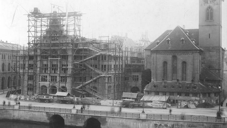 Mit der ersten Eingemeindung wuchs nicht nur der Zürcher Stadtrat, sondern auch das Stadthaus an.