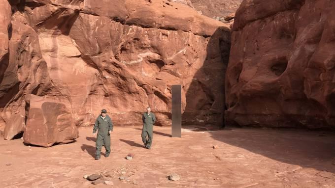 In der entlegenen Gegend des US-Bundesstaates Utah hat die Besatzung eines Hubschraubers einen Metall-Monolithen gefunden.