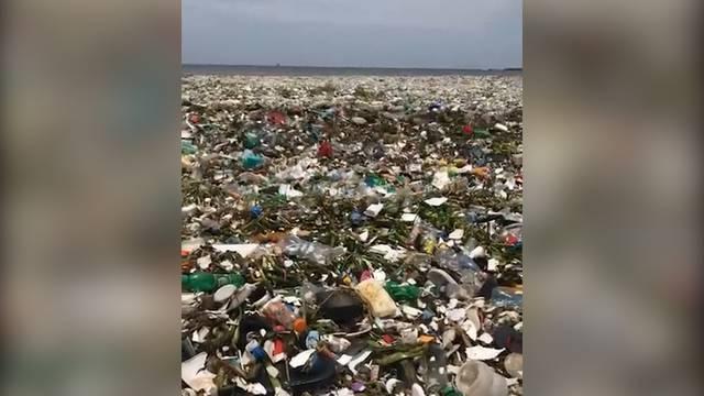 Karibisches Meer verschwindet vor lauter Müll