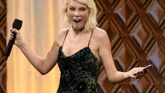 US-Sängerin Taylor Swift hat mit ihrer menschlichen Art schon oft begeistert: Zu Weihnachten besuchte sie spontan einen 96-jährigen Fan. (Archivbild)