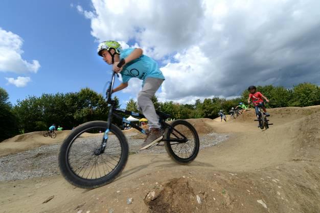 Da jubelt das Bikerherz – und die Speichen leiden: Der neue Bikepark in Therwil bietet genug Möglichkeiten, sich auszutoben.