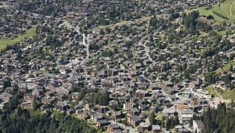 Ferienwohnungen, so weit das Auge reicht: Der Ferienort Verbier VS hoch über dem Rhonetal. Fast 700 Eigentumswohnungen sind in der Region auf dem Markt.