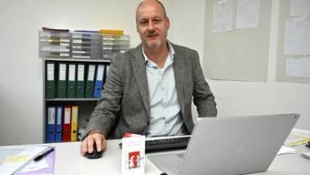 Reto Kämpfer in seinem Büro bei den Sozialen Diensten Oberer Leberberg (SDOL).