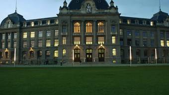 Die Nationalratskommission will in den nächsten vier Jahren mehr Geld für Bildung und Forschung ausgeben als der Bundesrat. Im Bild das Hauptgebäude der Universität Bern.