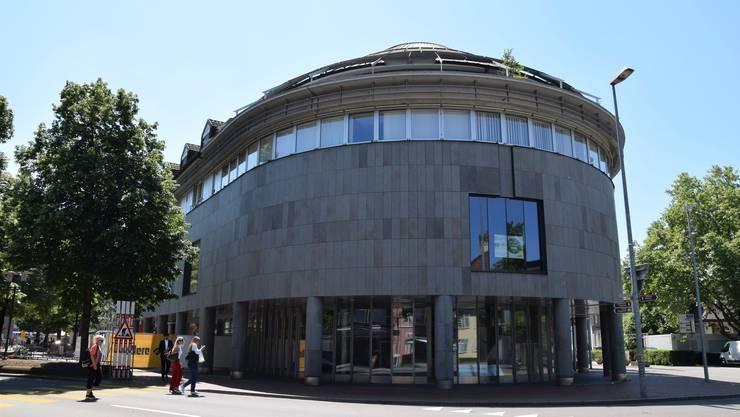 Zieht Otto's in den Rundbau am Neumarktplatz 4? Früher befanden sich an diesem Standort die Vögele- und OVS-Filialen.