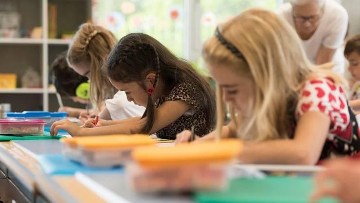 """Sind die Schüler """"angemessen"""" gekleidet? Bei der Kleiderwahl zeigen sich die Schulen immer kritischer."""