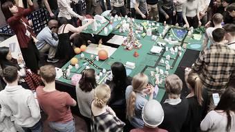 In Thun BE arbeiten internationale Jungforscher an Lösungen für Probleme rund um das Leben in Städten.