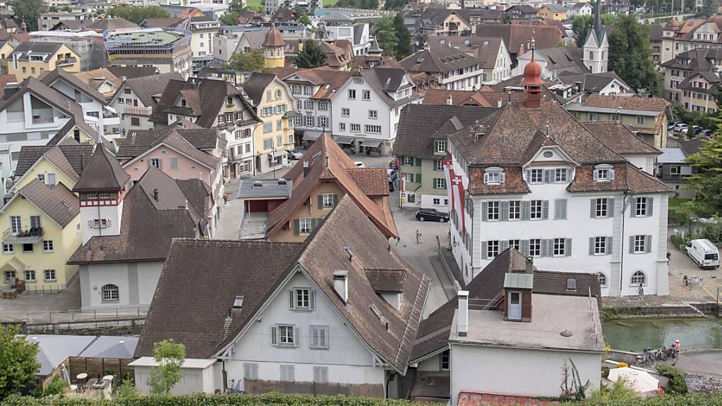 Der Obwaldner Hauptort Sarnen. Was dort mit dem früheren Kino Seefeld passiert, ist weiter offen. (Archivaufnahme)