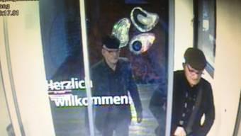 Aufnahme einer Sicherheitskamera der beiden maskierten Täter (Quelle: Kantonspolizei Graubünden)